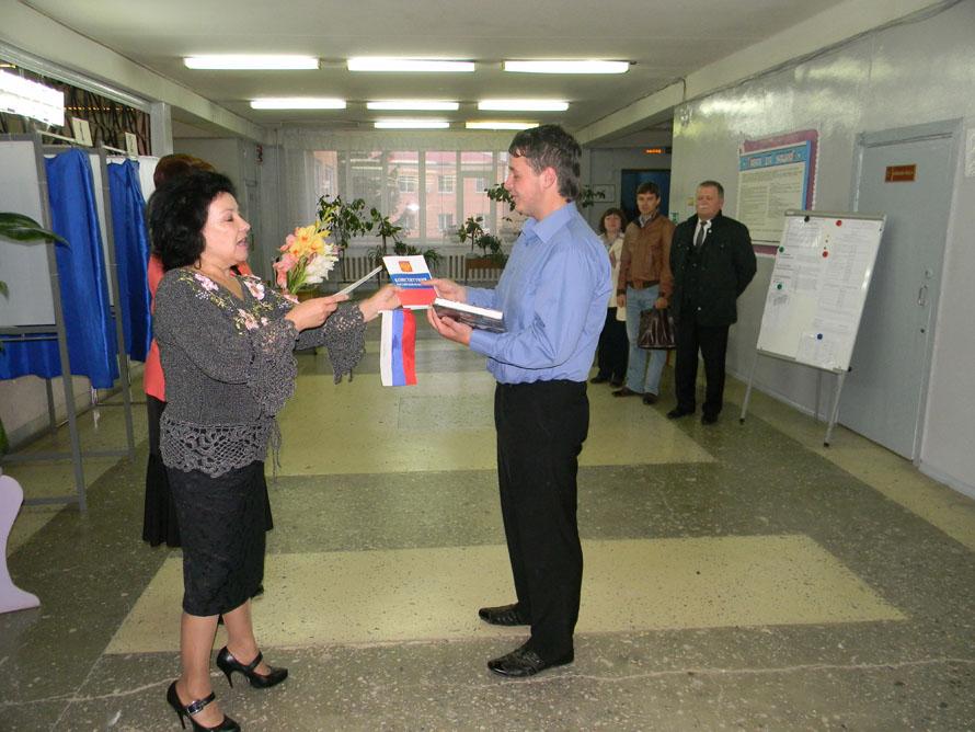 Крымская администрация фото с избирательной комиссии поздравление с новым годом